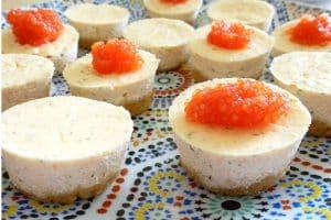 Cheesecake au fromage de chèvre frais ciboulette, truite fumée et caviar de truite des fumades