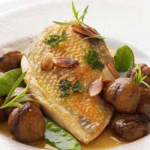 La recette des Suprêmes de pintade, oignons doux, châtaignes et foie gras